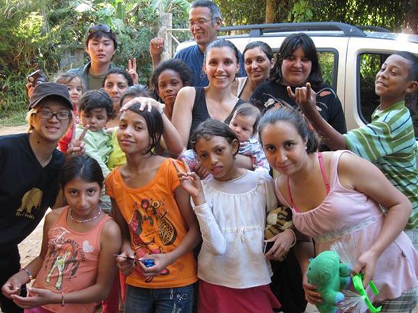 Gruppenbild mit ReCivitas, Dorfbewohnern und japanischen Gästen